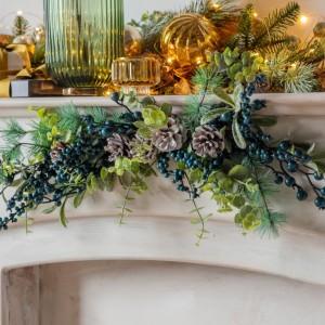 Crescens Artificial Sloe Berry & Pine Garland Indoor Decoration